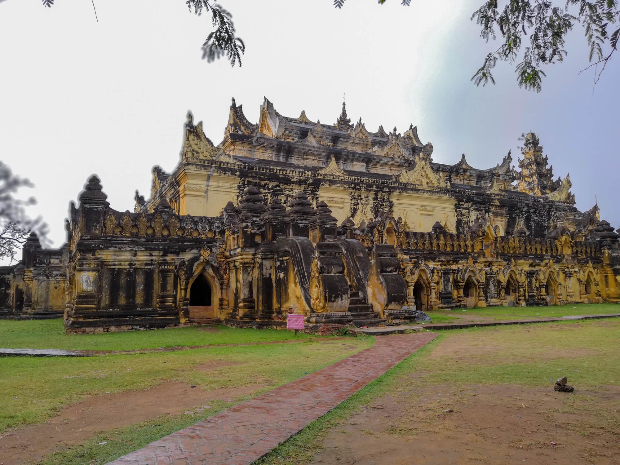 Le monastère Maha Aung Mye Bon Zan