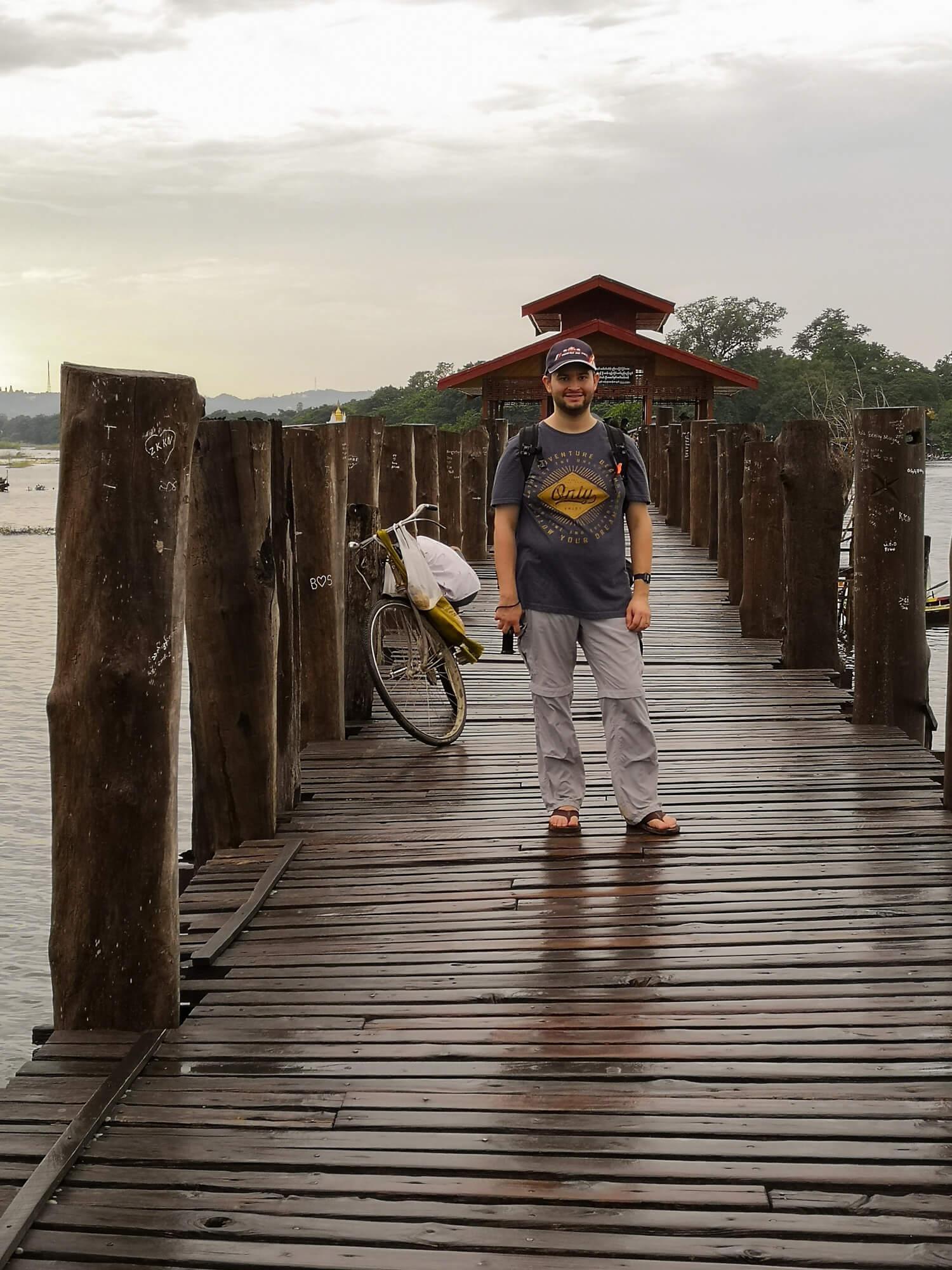 Xavier sur le pont d'U Bein