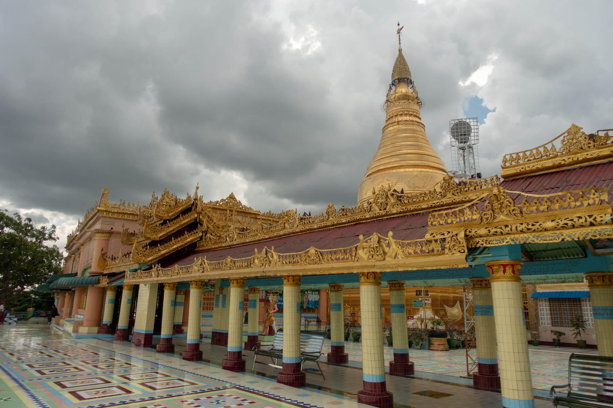 Extérieur de la pagode Soon U Ponya Shin Paya