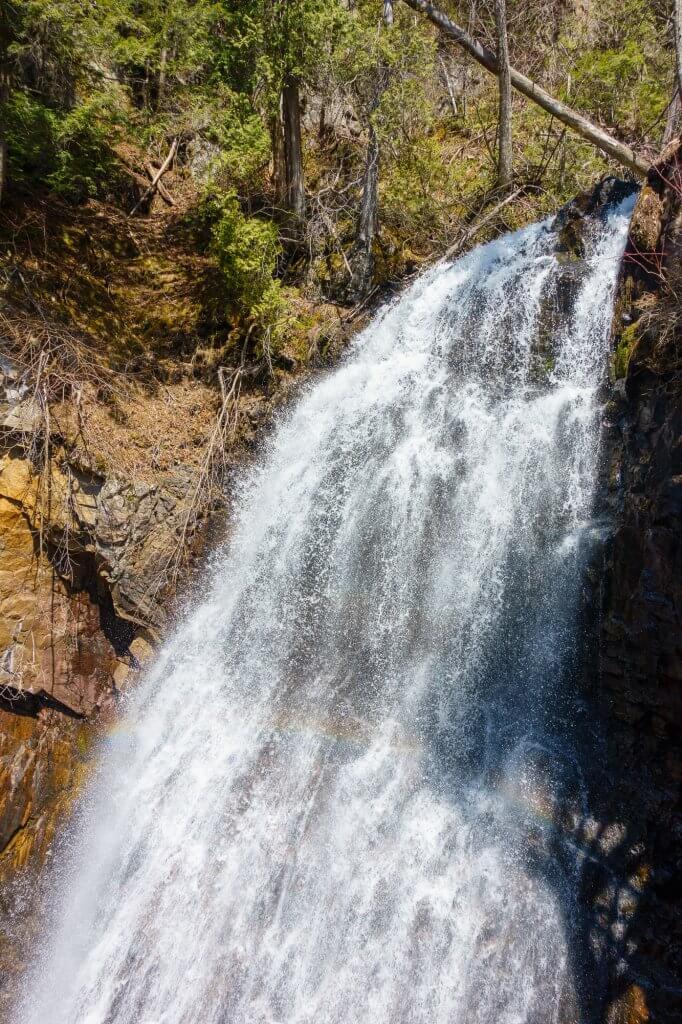 La cascade et son petit arc-en-ciel